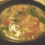 トマトと小松菜の中華風卵スープを作る。ごま油と片栗粉がKEY